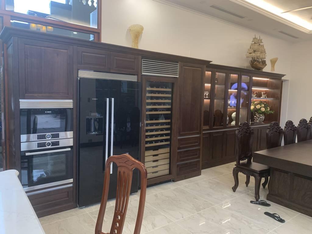 Phòng bếp phòng ăn đẳng cấp từ chất liệu gỗ óc chó.
